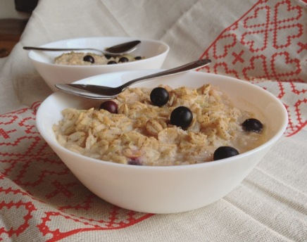 porridge de seigle à la rhubarbe et aux myrtilles